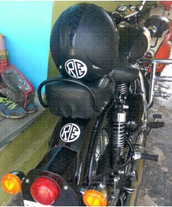 RE logo on royal enfield classic 350 mudguard